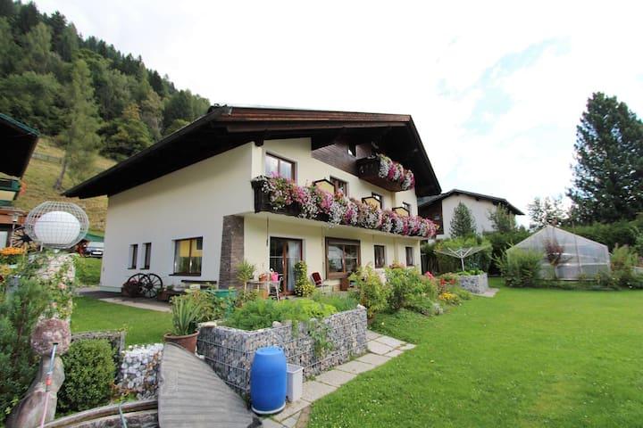 Grazioso appartamento con giardino a Bad Kleinkirchheim