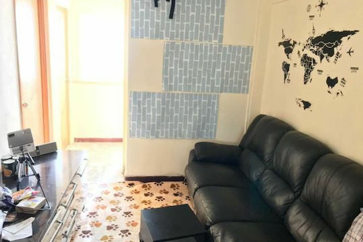Affordable single bed room near Tim Ho Wan in flat
