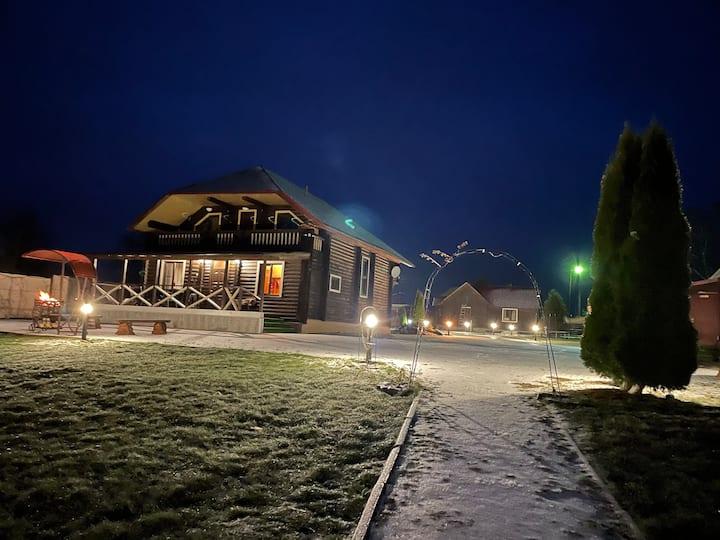 Гостевой дом River House, на берегу реки Волхов