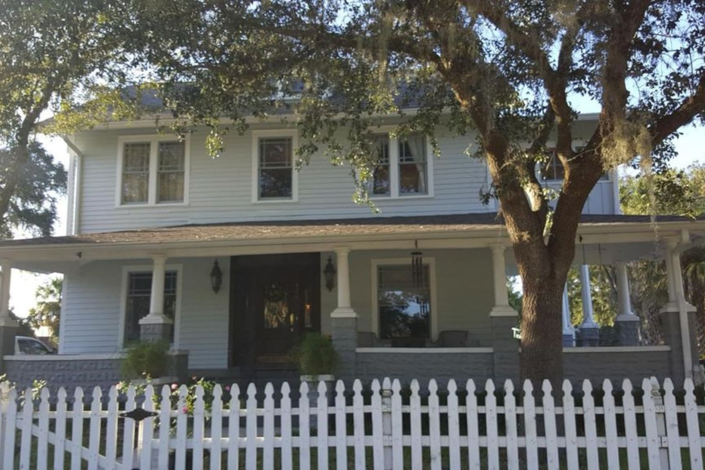 front view of Palatka Historic South Craftsman home