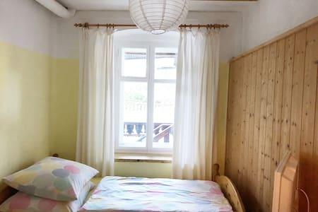 Doubleroom mit Bad.Zimmer nebenan mitbuchbar.