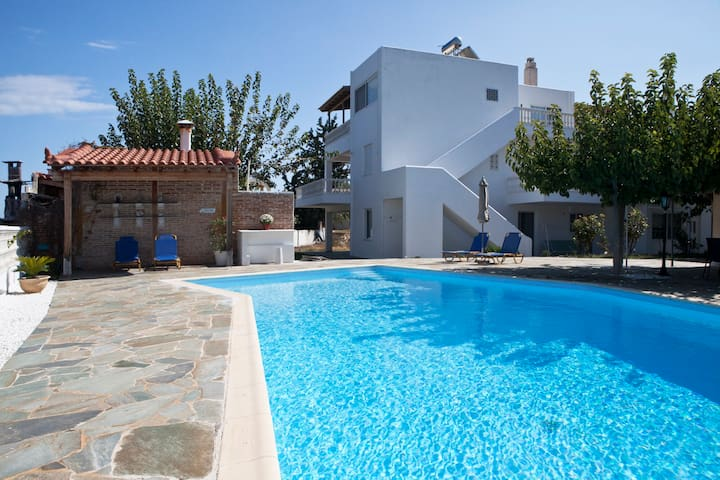 Seaside villa with pool, Aegina Island