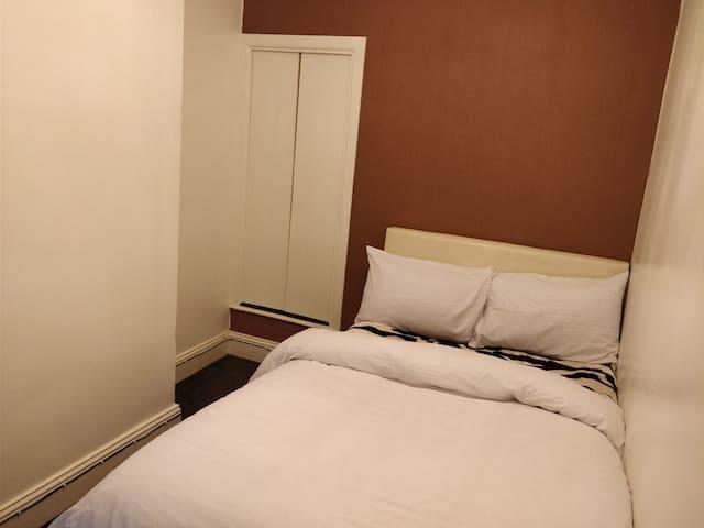 Double bed near UOB (4)