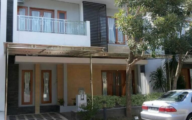 Avila Guest House - 3BR - Sleman Regency - House