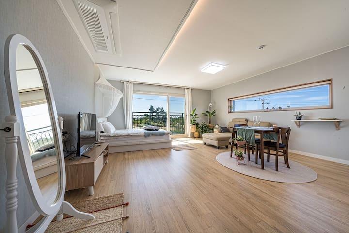 Jeju-i -노을이 예쁜  <White Room>