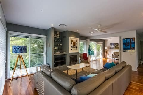 Private Hawks Nest Oasis, close to both beaches