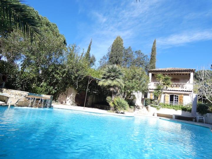 Villa provencale piscine plage de Pampelone à pied