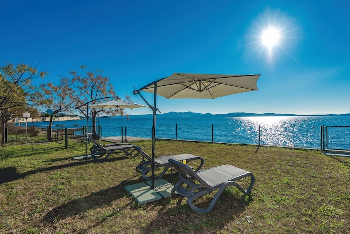 Villa Amfora - first row by the sea