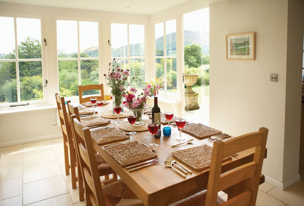Ground floor:  Dining area with seating for 10 guests