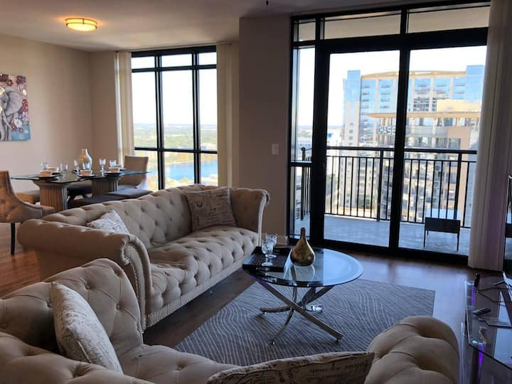 Luxurious Downtown Penthouse High-rise