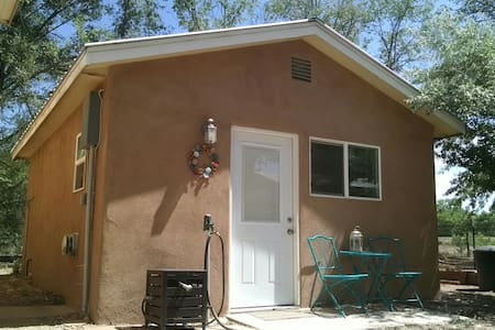 Casita Santuario by the Rio Grande River - Albuquerque - Hus
