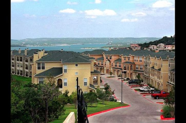 Lake Travis Room with Private Bathroom and Pools - Austin - Rekkehus