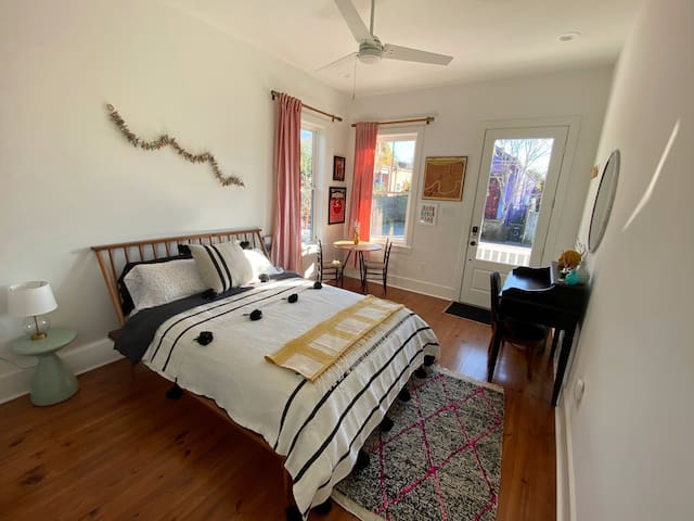 Bright and Cheery Private Bywater Studio