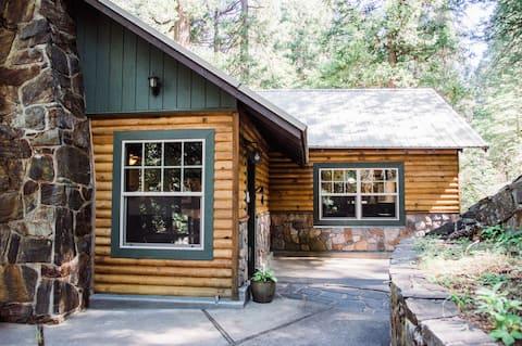 Ouzel Creekside Cabin near Yosemite - Upstairs