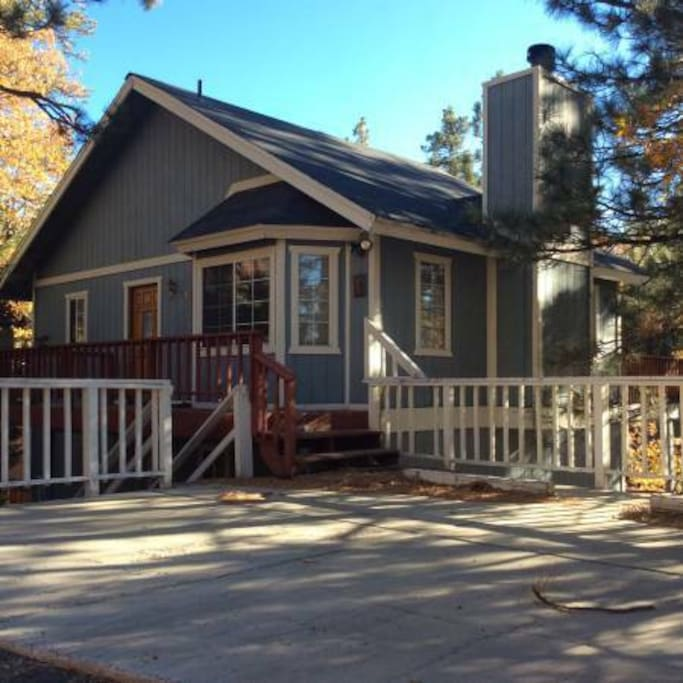 Pine tree haven bbq wifi spacious 2br cabins for for Big bear 2 person cabin