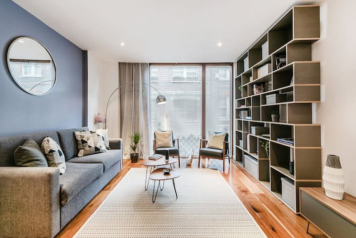 A LUXURIOUS AND SPACIOUS 1-BED IN SOHO