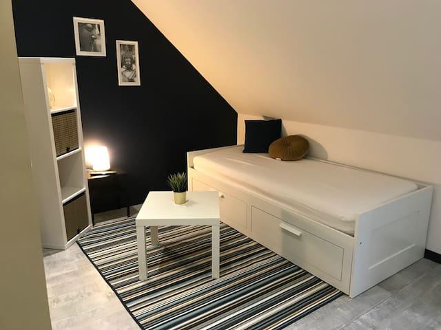 Studio-Confort-Salle de bain et douche-Vue sur Jar