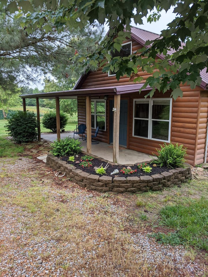 Shawnee Pines Lodging - Loft Cabin