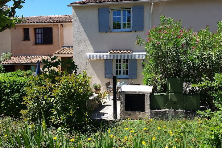 Maison de vacances moderne avec piscine à Peymeinade, France