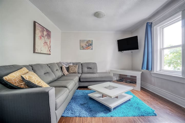 1.5 Bedroom in Gatineau, close to Downtown Ottawa