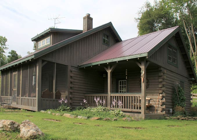 Cozy Log Cabin Retreat on Small Hobby Farm - Brookfield - House