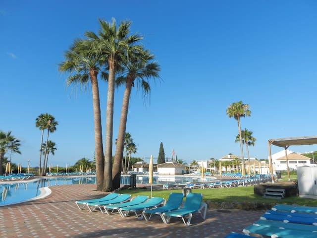 Golden Club Village  4 pers, piscine, plage direct