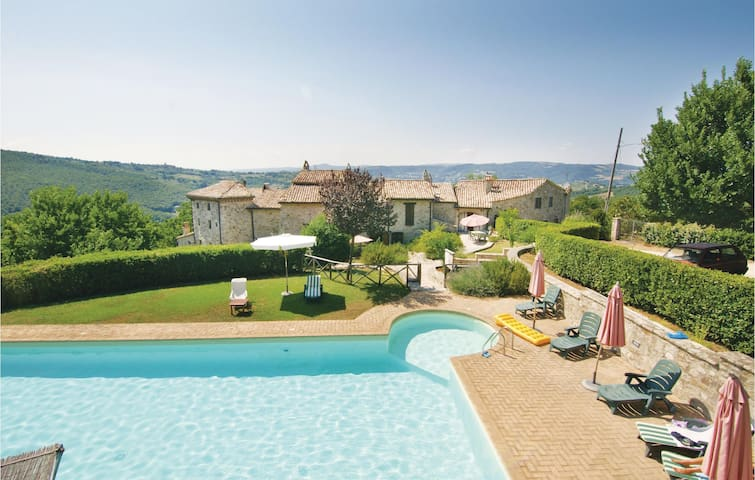 Holiday apartment with 2 bedrooms on 60m² in Todi  PG