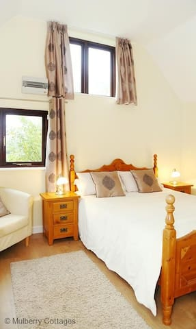 Tilmangate Barn Sleeps 3, is surrounded by woodland, orchards and arable farmlands.