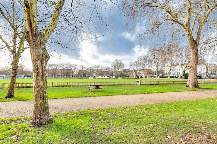 Cool flat with great views by Sloane Square