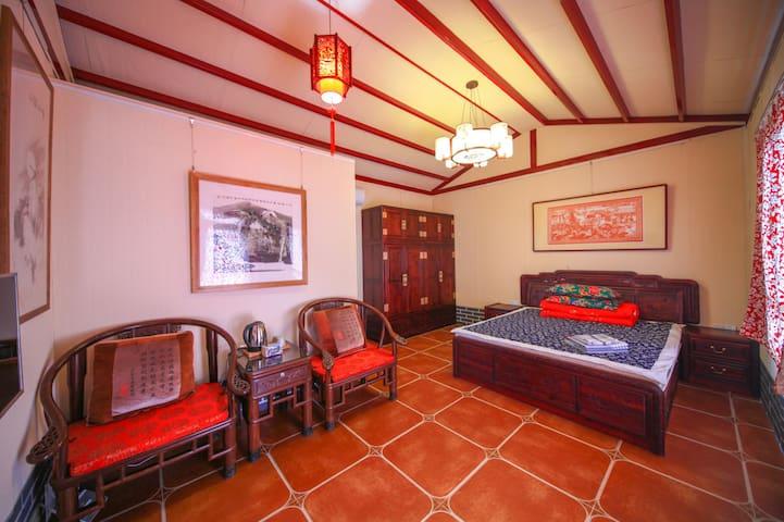 复古中式民俗风格大床间,山东威海免费接站,市中心的面对刘公岛怀旧风情的百年民居,寿长园民宿客栈