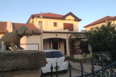 villa with private pool near beach - Alsancak - 別荘