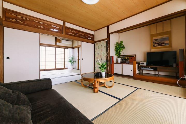 送迎可 閑静な住宅街にあるハッピーなお花畑付きの古民家 癒しの和室 - 久留米市 - House
