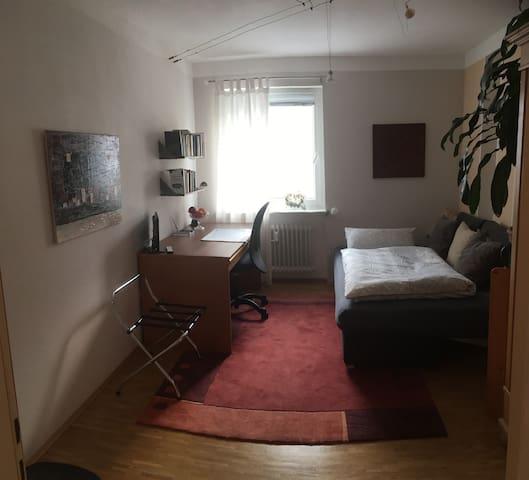 Helles Zimmer im Randgebiet von Wiesbaden