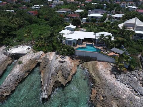 Ocean front villa, pool, private ocean snorkeling