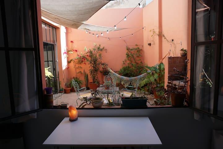 Hermosa habitación con mucha luz y paz.