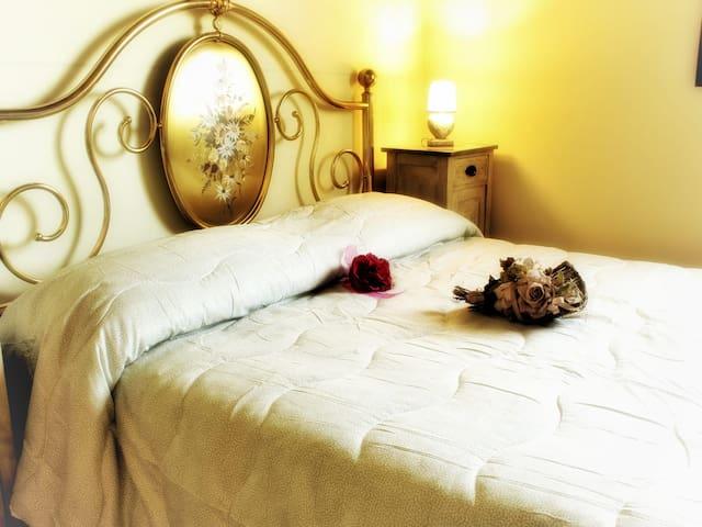 Camera Oro ferro battuto stile Toscano
