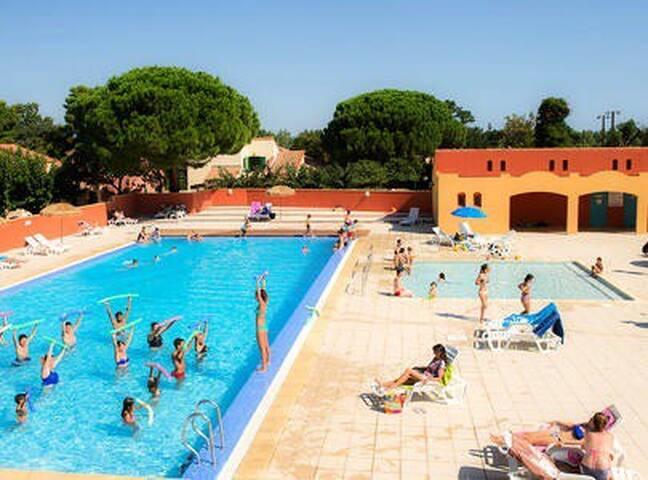 Appartement 4 pers village vacances avec piscine.