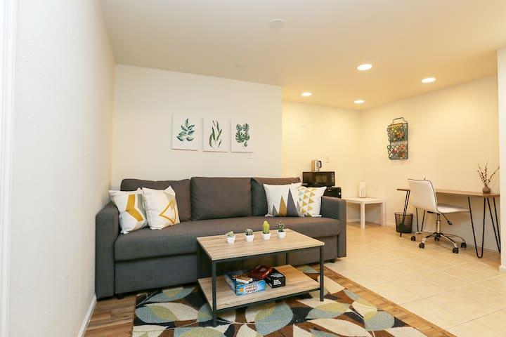 Convenient 2BR Guest Suite in Central District!