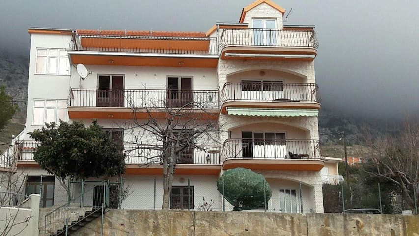 Three bedroom apartment with terrace and sea view Stanići, Omiš (A-12312-a) - Stanići - Daire