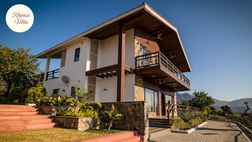 A majestic luxurious villa overlooking the Ganges