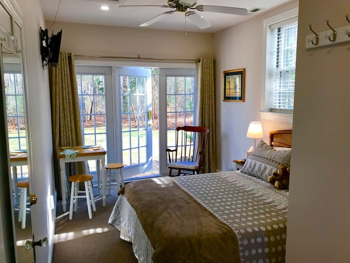 The Garden Room -- close to Wake Forest University