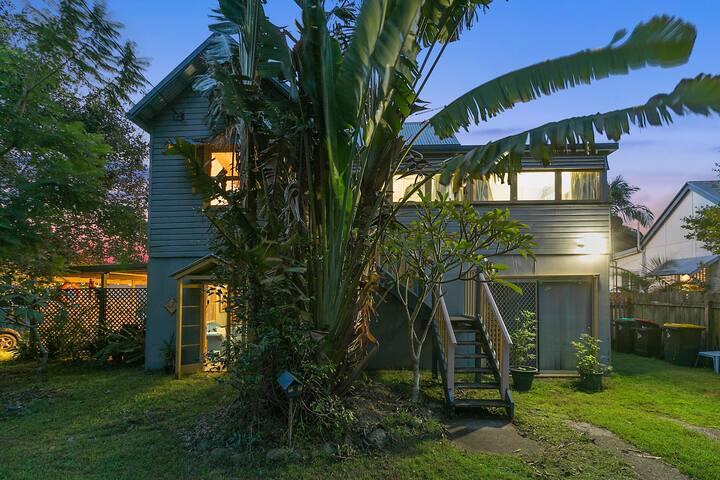 Vera's Cottage - Quaint Beach House