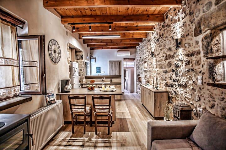 FURNOSPITO (Rustic & Elegant house in Adele-CRETE)