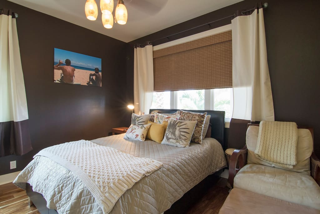 Smaller of the two bedrooms.