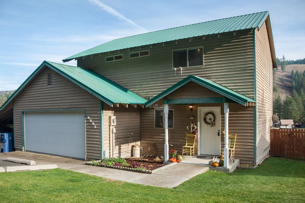 And incredible property and home nestled into Blewett Pass, a great place to escape from the stresses of city life.