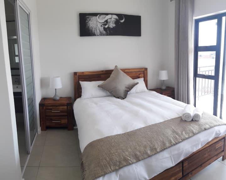 Executive Apartment, Safe,  UncapWifi, Good Value.