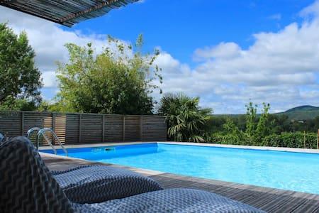 Maison de maître avec piscine pour 8 personnes - Lunas - House