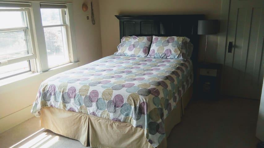 Restful Room in W. Ballard-NO cleaning fee!