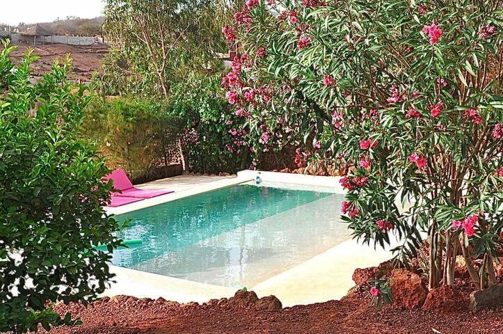 Chambre privée dans belle villa avec piscine