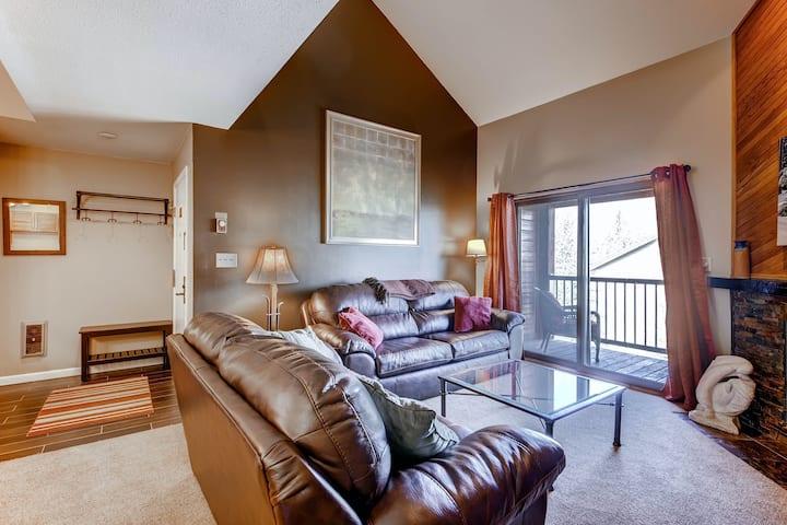 Lofty condo w/shared clubhouse, pool, hot tubs, sauna, & winter shuttle